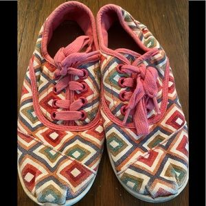 Toms adorable pink geometric sneakers 👟 Size 2